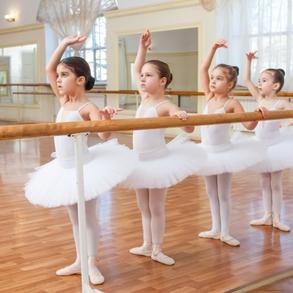 初心者必見!当たり前のことから、気を付けたいことまで。バレエ教室でのマナー|NOAバレエ教室