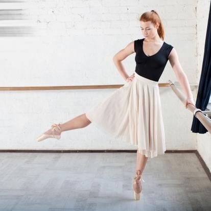 滑りやすい?滑りにくい?バレエの床材について|ノアバレエ教室