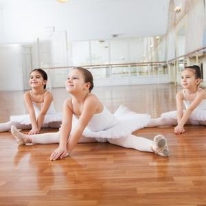 バレエをやってなくてもOK!誰でもできるバレエストレッチ|NOAバレエスクール