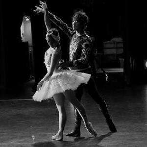 優雅なリフトを!バレエの「リフト」を成功させるコツ|NOAバレエスクール